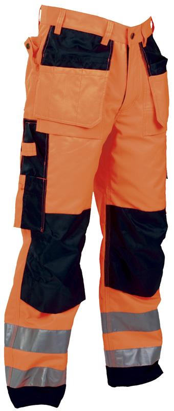 Praktisk oransje håndverksbukse med bøyde ben og knelommer.